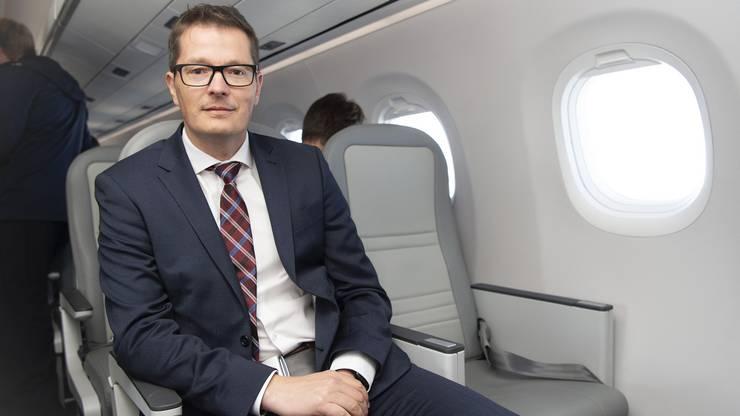 Tobias Pogorevc, CEO Helvetic Airways, freut sich auf sein neustes Flugzeug
