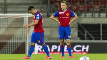 Die FCB-Spieler sind nach der neuerlichen Pleite konsterniert.