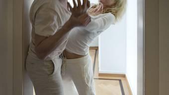 Häusliche Gewalt ist in der Schweiz ein verbreitetes Phänomen (Symbolbild)