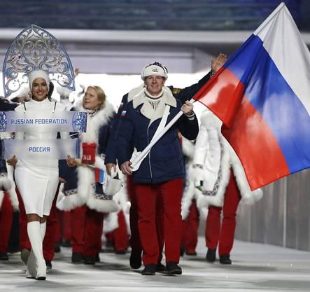 Immer stärker im Zwielicht: Russlands Olympiadelegation von 2014 mit Fahnenträger und Dopingsünder Alexander Subkow