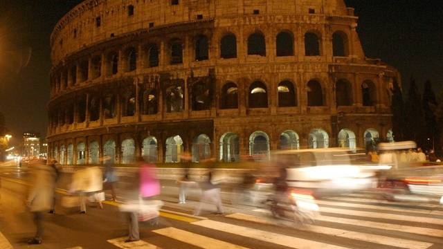 Das Kolosseum in Rom: Viele abergläubische Römer fürchten sich vor einem Erdbeben (Symbolbild)