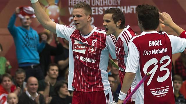 Kaspar Schmocker (l.) feiert seinen Treffer zum 3:1.