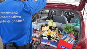 Grenznahe deutschen Supermärkte florieren dank des Einkaufstourismus: Vor allem am Samstag passieren Kunden aus der Schweiz mit vollen Kofferräumen die Grenze.