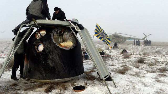 Die Sojus-Kapsel nach der Landung in der kasachischen Steppe
