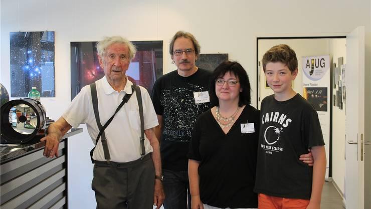 Gerhart Klaus, Gründer der Sternwarte, Stiftungsrats-Vizepräsident Franz Conrad mit seiner Frau Margrit und Sohn Julian.