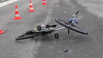 Ein 32-jähriger Mann stürzt ohne fremden Einfluss in Baden und zieht sich leichte Kopfverletzungen zu (Symbolbild).