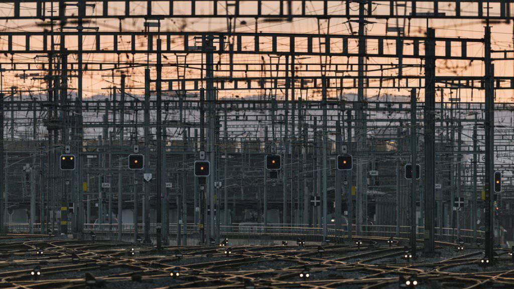 Um künftige Engpässe zu verhindern, will der Bundesrat das Bahnnetz bis 2035 ausbauen. Er schlägt Investitionen in der Höhe von 11,5 Milliarden Franken vor. (Symbolbild)