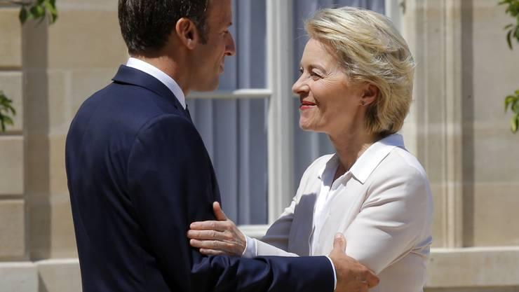 Die gewählte EU-Kommissionspräsidentin Ursula von der Leyen wird vom ranzösischen Staatspräsidenten Emmanuel Macron in Paris empfangen