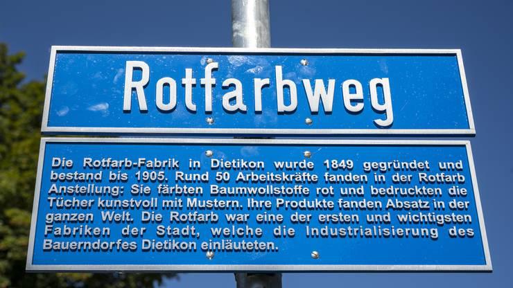 Eine Tafel informiert über den geschichtlichen Hintergrund des Wegs.