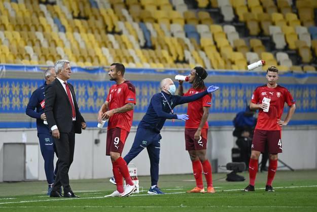 Sie reden noch nicht alle vom Gleichen: Haris Seferovic, Kevin Mbabu und Nico Elvedi (von links).