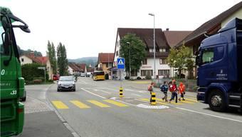 Die heikelste Situation im ganzen Staffeleggtal ist der Verkehrsknoten im Zentrum von Herznach, wo es eine Entflechtung geben soll. – Foto: chr