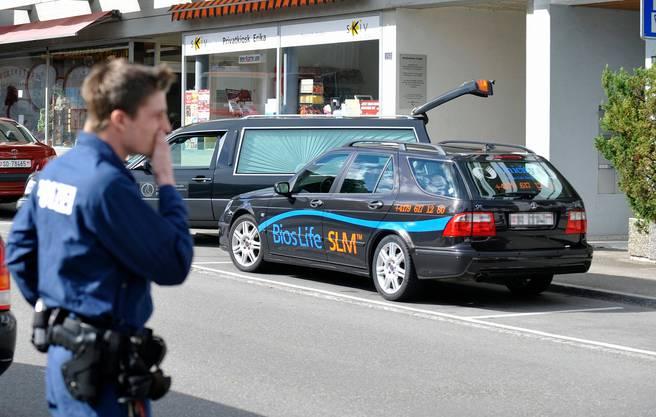 An der Kirchstrasse in Grenchen wurden am Samstag, 6. Juni 2009 im obersten Stock eines Wohnblocks drei Personen tot aufgefunden.