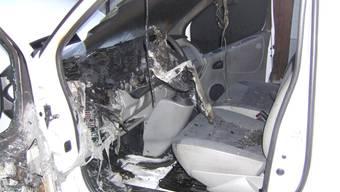 In Therwil brannte ein stehender Lieferwagen.