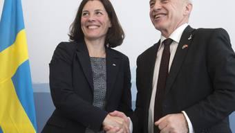 Verteidigungsminister unter sich: Karin Enström und Ueli Maurer