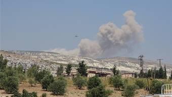 Rauch über den Bergen der Provinz Idlib: Russische Jets fliegen erste Angriffe. Getty Images