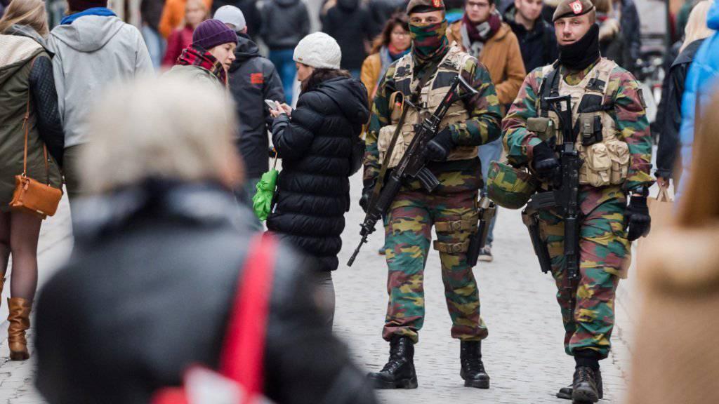 Sicherheitskräfte im Zentrum von Brüssel: Die Behörden sehen eine unmittelbare Anschlagsgefahr für die belgische Hauptstadt.