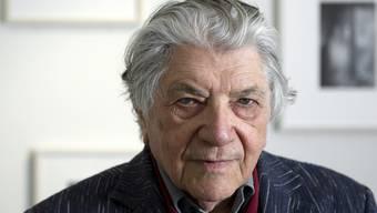 Ein Berner Schriftsteller von weltmännischer Eleganz: Paul Nizon - hier im Jahr 2012 im Robert Walser Zentrum in Bern - feiert am 19. Dezember seinen 90. Geburtstag.