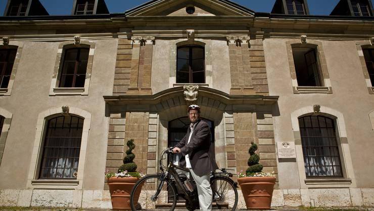 Stadtpräsidenten von Vernier, Yves Rochat, mit dem E-Bike unterwegs