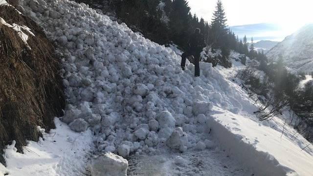 Ein 56-Jähriger wurde in Österreich unter einer Lawine begraben.