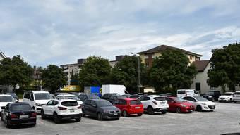 Mit punktuellen Ausbesserungen ist es nicht mehr getan – es braucht nun eine umfassende Sanierung: Der Zelgli-Parkplatz befindet sich in einem schlechten Zustand.