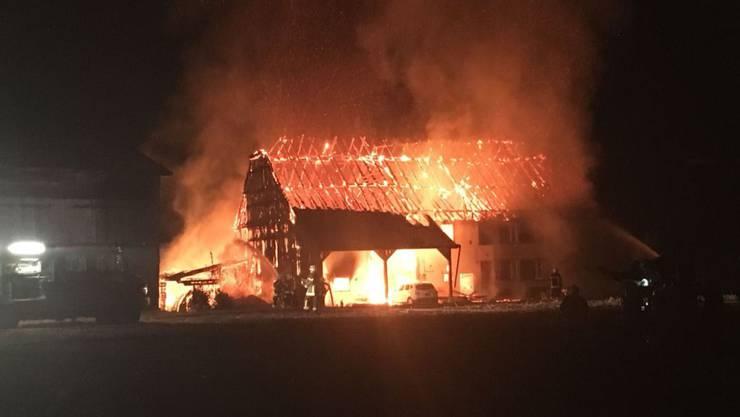 In der Nacht auf Donnerstag in Flammen aufgegangen: Der Bauernhof in Fétigny brannte vollständig nieder.