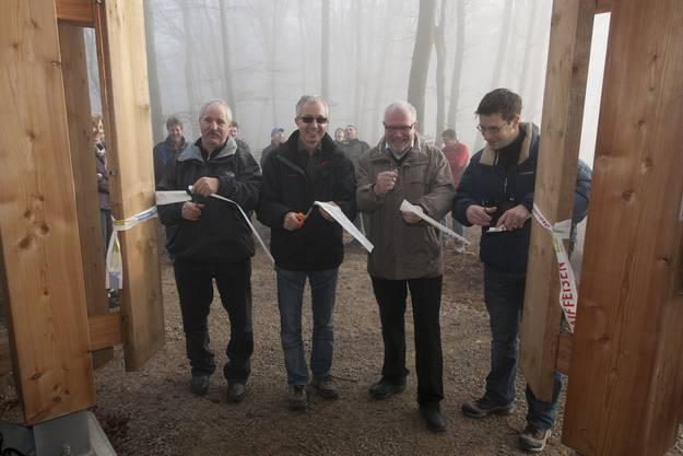 René Birrfelder, Martin Steiacher, Rudolf Lüscher und Roger Erdin durchschneiden das Band. Bilder:Alex Spichale