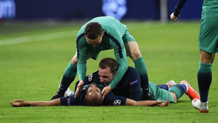 Lucas Moura nach seinem entscheidenden Treffer überwältigt am Boden.