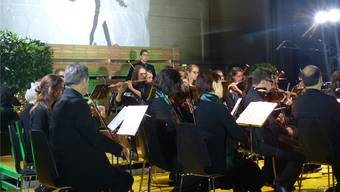 Begeisterten: Artist Jason Brügger und das Sinfonieorchester Fricktal.