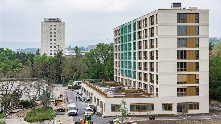 Der Bethesda Park kombiniert 62 Alterswohnungen mit vier Arztpraxen und einem Geburtshaus. Die Bauarbeiten dauern bis kurz vor der Eröffnung.