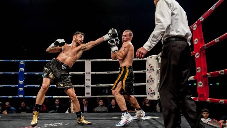 Der Ungar Istvan Szucs (rechts) hat gegen den Badener Profiboxer Andranik Hakobyan ein schweres Los gezogen – und muss sich geschlagen geben.