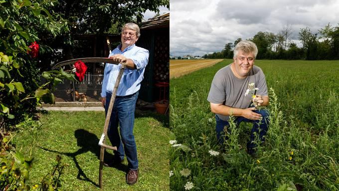Adolf Wyss (links) hat auf einer Fläche von rund 30m2 aufgehört, Rasen zu mähen – am geschnittenen Gras haben nun auch seine Hühner Freude. Seine Biodiversitätsfläche macht fast die Hälfte der bisher gesammelten Flächen im Kanton aus: Landwirt Bobst (rechts) auf der 11'500 m2 grossen Blumenwiese.