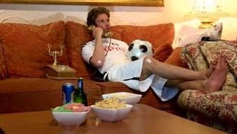 Die WM schauen ohne Beziehungsstress mit der Liebsten? Ex-Bachelor Vujo Gavric weiss wie es geht.