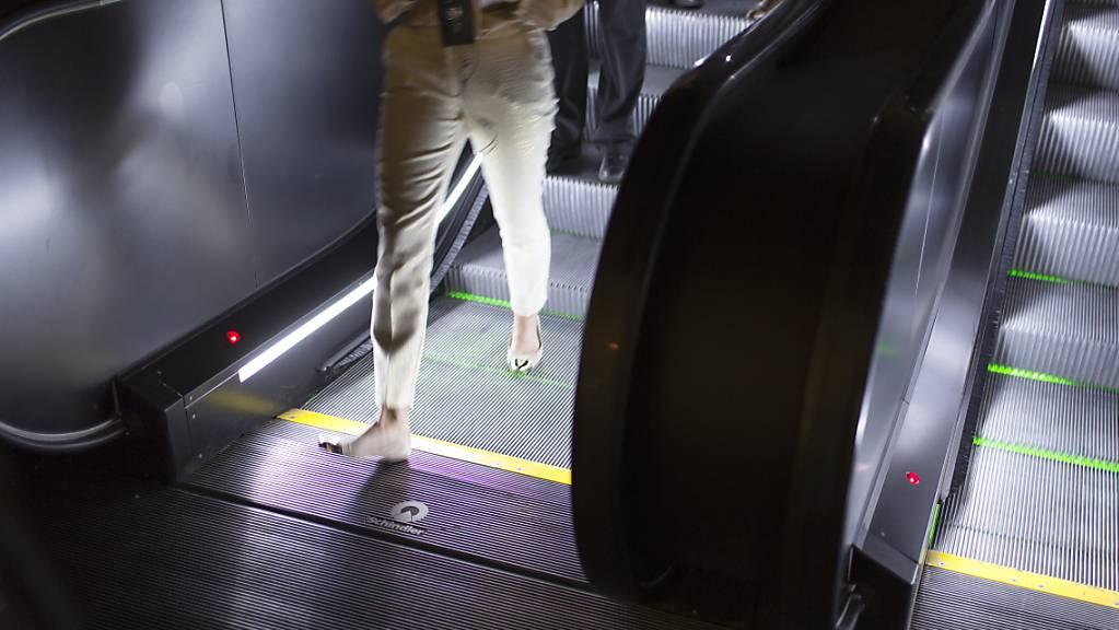 Der Lift- und Rolltreppenhersteller Schindler hat im ersten Halbjahr 2021 deutlich mehr verdient als noch in dem von Corona belasteten Vorjahr. Stark gewachsen ist die Gruppe in Asien.(Archivbild)