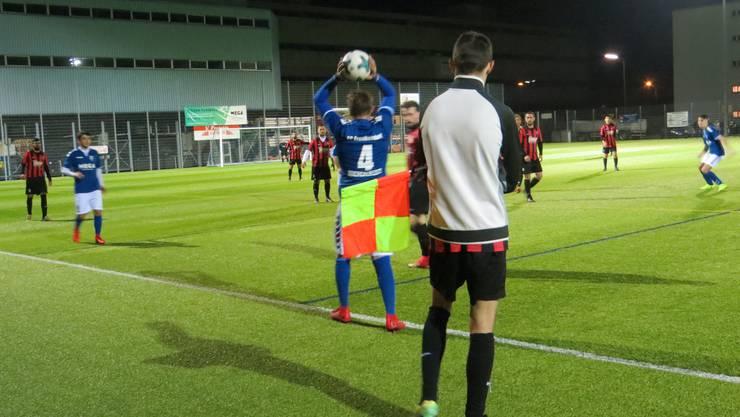FC Frenkendorf beim Einwurf