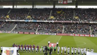Bei Anpfiff blieben viele Plätze im Stade de Suisse unbesetzt.