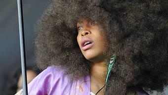Auf der Bühne zeigt Eykah Badu mehr Haare als Haut (Archiv)