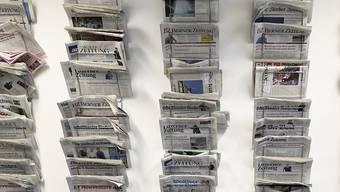 Die Sonntagszeitungen schreiben in ihren jüngsten Ausgaben über defekte Zugtüren und immer mehr Schweizer mit Mehrfachjobs. (Symbolbild)