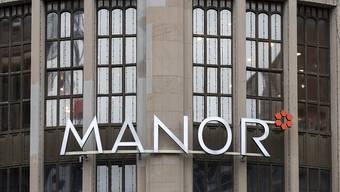 Manor startet nach einer einwöchigen Testphase einen Liefer- und Abholservice für Lebensmittel. Damit reagiert die Warenhauskette auf die hohe Nachfrage der Kunden nach Heimlieferungen durch die Corona-Krise. (Archiv)
