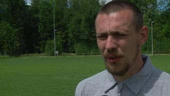 Marcel Eggers ist Fussballtrainer und stolzes Mitglied bei PNOS. Kann ein bekennender Rechtsextremist ein Vorbild für Jugendliche sein?