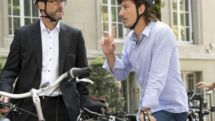 """Ex-Radprofi Fabian Cancellara im Gespräch mit BAG-Direktor Pascal Strupler bei der Lancierung des """"Velo-Mittwoch""""."""