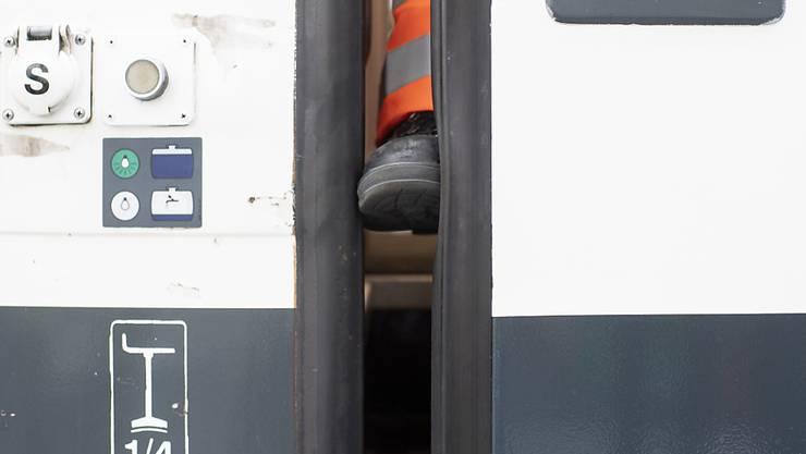 Nachdem anfänglich von fünf defekten Zugtüren die Rede war, ist die Zahl der Mängel mittlerweile auf 512 angestiegen.
