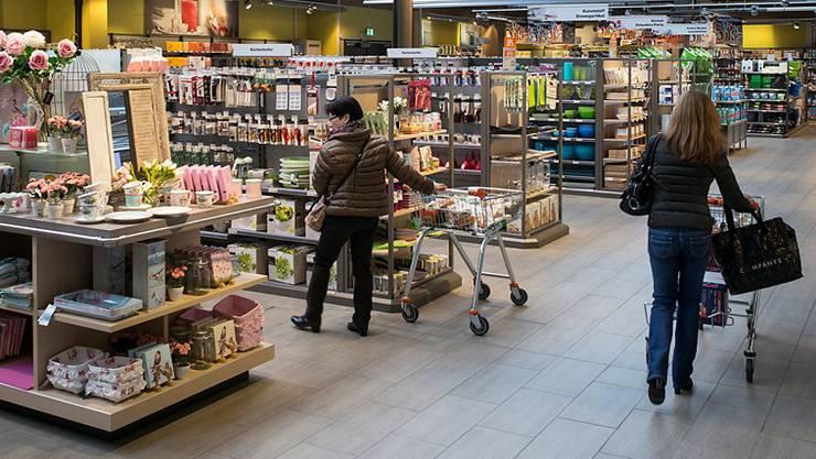 Einkaufen ist wieder teurer geworden in Basel. (Themenbild)