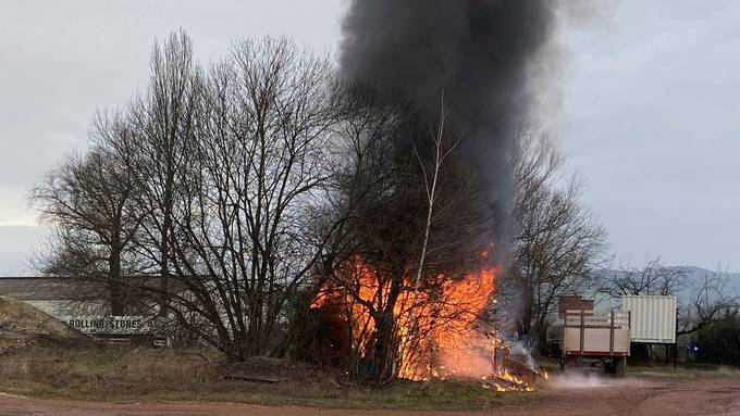 Brand im Schuppen, Brandspuren im Rohbau