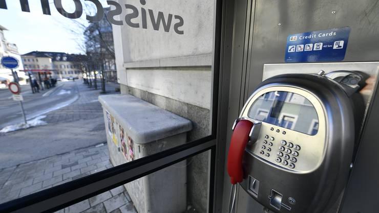 Die Telefonzelle beim Postplatz verschwindet.