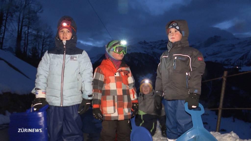 750 Höhenmeter mit dem Füdlibob: Abenteuerlicher Schulweg im Kanton Uri