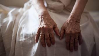Alte Frauen machen den grössten Anteil der Patienten von Sterbehilfeorganisationen aus.iStock