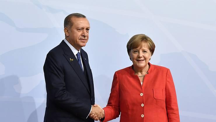 Die deutsche Kanzlerin Angela Merkel wird sich mit dem türkischen Präsidenten Recep Tayyip Erdogan während seines Staatsbesuches in Deutschland erneut treffen. (Archivbild)