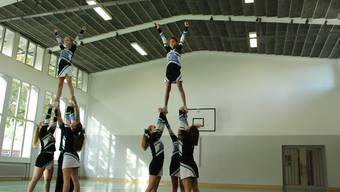 Bieler Cheerleaderinnen zeigten in Grenchen ih Können