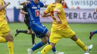 Leistungsträger fällt aus: Der Xamaxien Igor Djuric (re., beim Meisterschaftsauftakt gegen Luzerns Custodio) verletzte sich im Training am Knie