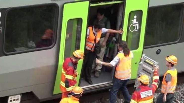 Die Passagiere seien ruhig geblieben, sagte eine Betroffene gegenüber dem Regional-TV-Sender Telebärn.